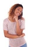 Afroamericano joven feliz aislado en el fondo blanco - Blac Imagen de archivo libre de regalías