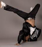 Afroamericano que hace danza de rotura fotos de archivo