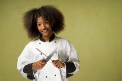 Afroamerikaner-Chef-Holding-Messer und Bleistiftspitzer Lizenzfreies Stockbild