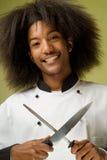 Afroamerikaner-Chef-Holding-Messer und Bleistiftspitzer Stockbild