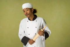 Afroamerikaner-Chef-Holding-RollenPin Lizenzfreie Stockfotos
