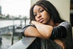 Afroamerikaner-deprimierendes trauriges defektes Herz-Konzept Lizenzfreies Stockfoto