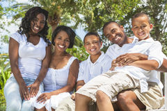 Afroamerikaner-Familien-Muttergesellschaft und Kinder Stockbilder