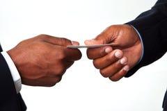 Afroamerikaner-Geschäftsmänner, die Hände rütteln Lizenzfreie Stockfotos