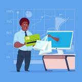 Afroamerikaner-Geschäftsmann-Gebrauchs-Computer-on-line-Einkaufstasche-Geschäftsmann Hand Screen Buying durch Internet-Handel Stockbild