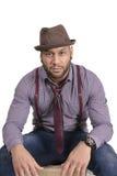 Afroamerikaner-junger Mann-Mode-Modell im Hut stockbild