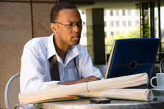 Afroamerikaner-Leitprogramm-Geschäftsmann Stockfotos