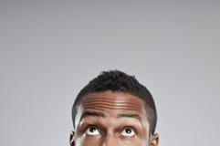Afroamerikaner-Mann-Augen, die nur oben schauen Lizenzfreie Stockbilder