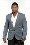 Afroamerikaner-Mann in Gray Suit Lizenzfreie Stockbilder