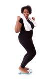 Afroamerikanerfrau, die auf Skala - afrikanische Leute zujubelt Lizenzfreie Stockbilder