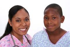Afroamerikanerfrau und -junge lizenzfreie stockfotos