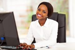 Afroamerikanergeschäftsfrau lizenzfreies stockfoto