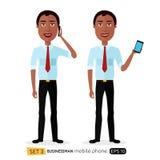 AfroamerikanerGeschäftsmann spricht am lokalisierten Telefon Lizenzfreie Stockfotos