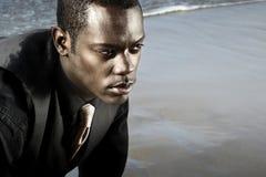 Afroamerikanermann in der Klage stockbild