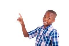 Afroamerikanerschuljunge, der oben - schwarze Menschen schaut Stockbild