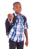 Afroamerikanerschuljunge, der unten Daumen - schwarze Menschen macht Lizenzfreies Stockbild