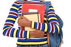 Afroamerikanerstudentin, die Bücher hält lizenzfreie stockfotografie