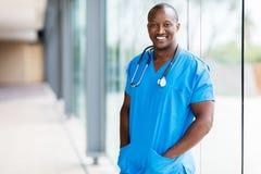 Afroer-amerikanisch Arzt stockfotos