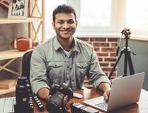 Afroer-amerikanisch Fotograf Stockfotos