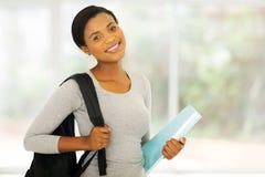 Afroer-amerikanisch Hochschulstudent stockbild
