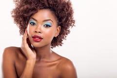 Afroes-amerikanisch weibliches Modell stockfotografie