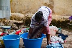 Afrykańscy ludzie ma zagadnienia z wodą zdjęcia royalty free