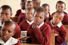 Afrykańscy dzieci przy szkołą, Tanzania fotografia royalty free