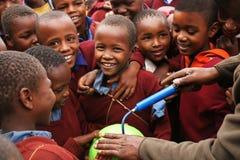 Afrykańscy dzieci przy szkołą, Tanzania obrazy royalty free