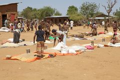 Afrykańscy ludzie przy rynkiem Obraz Stock