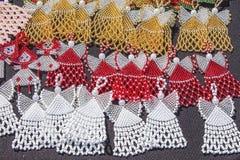 Afrykańscy tradycyjni handmade paciorkowaci kolczyki, breloczki afryce kanonkop słynnych góry do południowego malowniczego winnic Obraz Stock