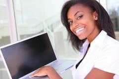 afrykańska biznesowego komputeru kobieta zdjęcie royalty free
