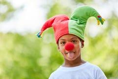 Afrykańska chłopiec przebierająca jako arlekin Zdjęcia Royalty Free