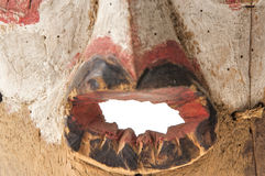 Afrykańska drewniana maska na białym tła zakończeniu up Zdjęcie Stock