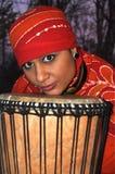 Afrykańska dziewczyna z bębenem zdjęcie royalty free