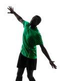 Afrykańska mężczyzna gracza piłki nożnej osiągania sylwetka Fotografia Stock