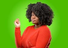 afrykańska piękna kędzierzawego włosy kobieta obraz stock