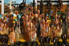 Afrykańska plemienna sztuka dla sprzedaży przy targowym kramem Obrazy Royalty Free