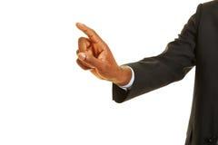Afrykańska ręka używać wirtualnego ekran sensorowego obraz royalty free