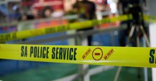 AFRYKAŃSKA służby policyjnej miejsca przestępstwa taśma Johannesburg POŁUDNIOWA AFRYKA, KWIETNIA 2017 południe - zdjęcia stock
