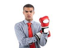 Afrykański biznesmen w bokserskich rękawiczkach nad białym tłem fotografia stock