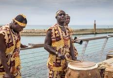 Afrykański etnicznej muzyki zespół przy Tel Aviv portu deptakiem obraz stock
