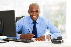 Afrykański korporacyjny pracownik obrazy stock