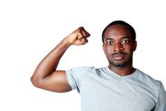 Afrykański mężczyzna pokazuje jego mięśnie Zdjęcie Stock
