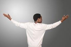 Afrykański mężczyzna stoi backwards obrazy royalty free