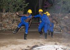 Afrykański mężczyzna taniec jako opiekunów niewolnicy Obraz Royalty Free