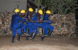 Afrykański mężczyzna taniec jako opiekunów niewolnicy Zdjęcia Stock