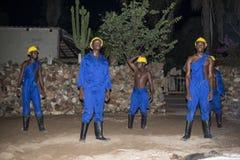 Afrykański mężczyzna taniec jako opiekunów niewolnicy Zdjęcie Stock