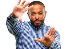 Afrykański młody człowiek odizolowywający nad białym tłem fotografia royalty free
