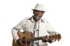 Afrykański muzyk bawić się gitarę Obraz Stock