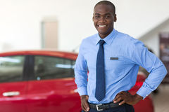 Afrykański pojazd sprzedaży konsultant obraz stock